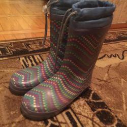 Lastik çizmeler 34-35.
