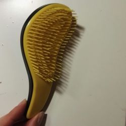 Mini hair comb, tangle teaser. Slightly used. The structures