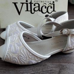 Sandals for girls. New! P 29