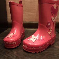 Νέες μπότες από καουτσούκ