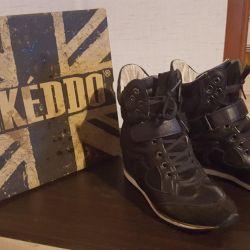 Νέα αθλητικά παπούτσια (KEDDO)