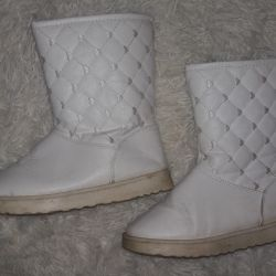 Uggs are very warm winter (see profile)
