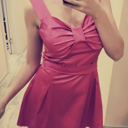 Pembe elbise