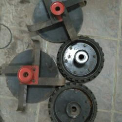 Wheels and knives for a cultivator