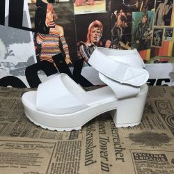 White sandals with velcro 34р New