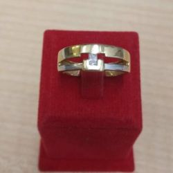 Gold ring with zirconia