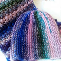 Cap and scarf Stripes.