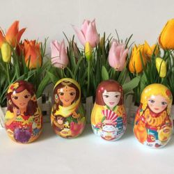 Nested dolls souvenir Lipton