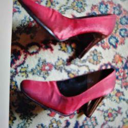 Почти новые туфли 36р.Классика каблук 8 см.