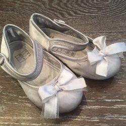 Τα παπούτσια H & M 23