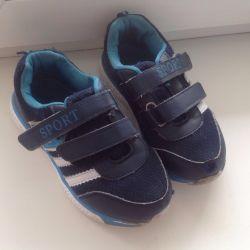 Çocuk spor ayakkabısı. 31 numara.