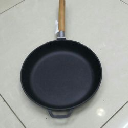 Cast iron frying pan 26cm.