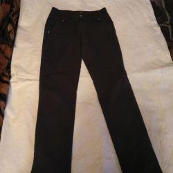 Kız okulu için pantolon