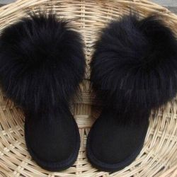 Black fur uggs