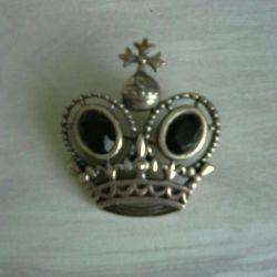 Coroana de broșă