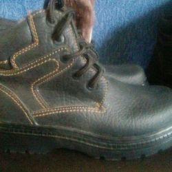 Yeni erkek ayakkabıları farklıdır.