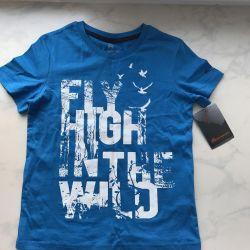 Voi vinde un tricou nou pentru un băiat de 7-9 ani
