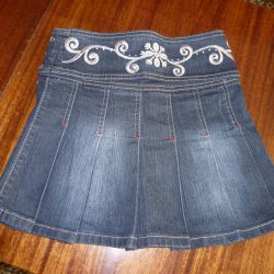 Jeans fusta cu broderie pe catarama larga