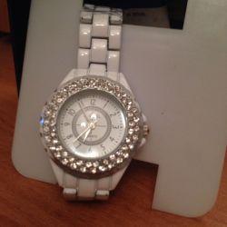 Часы новые Chanel White