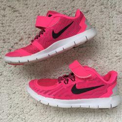 Δωρεάν αθλητικά παπούτσια Nike 29.5