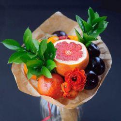 Μπουκέτο με γκρέιπφρουτ και φρούτα