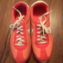 Nike sneakers original