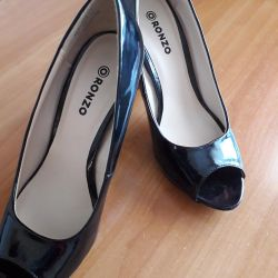 37 size patent leather shoes
