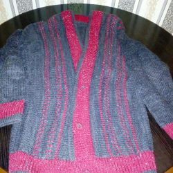 The jacket is very warm. Knitted.