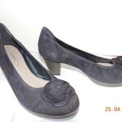 Замшеві жіночі туфлі.