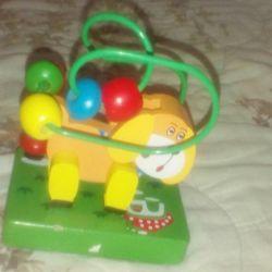 Деревянная игрушка собака