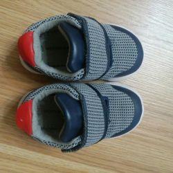 Детские кроссовки 22