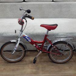 Bicicletă cu patru roți