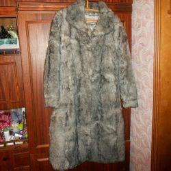 Θα πουλήσω ένα παλτό κατσικίσιας γούνας