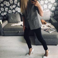 Pantaloni din Zara cu un model texturat