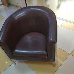 Bir sandalye satacağım