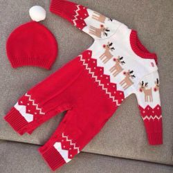 Knitted suit for baby