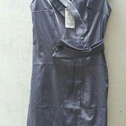 продается платье 300р новое