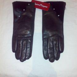 Yeni deri eldivenler.