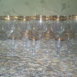 Wine glasses, crystal glasses.