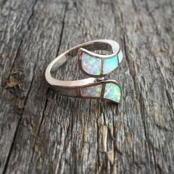 Ring with white opals