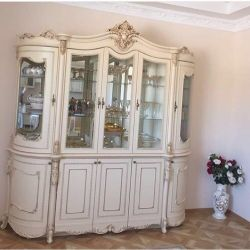 Jakonda Hill, Display Cabinet