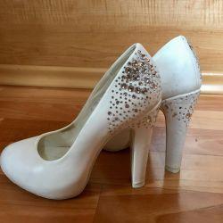 Τα παπούτσια είναι δερμάτινος γάμος
