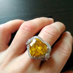 Ring Tiffany with a yellow heart