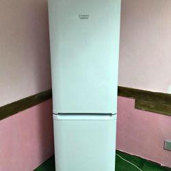 Холодильник Ariston Гарантія.Доставка