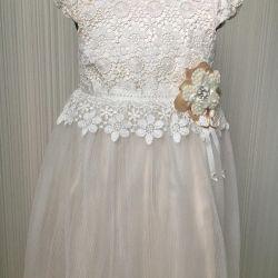 Κομψό φόρεμα. Νέα