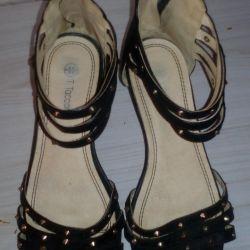Tepede kullanılan sandaletler