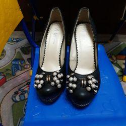 Туфлі для дівчини