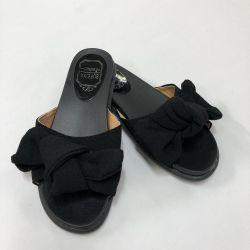 Papuci negri cu arc