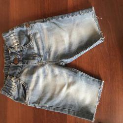 Voi vinde pantaloni scurți pe băiat
