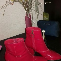 red boots topshop